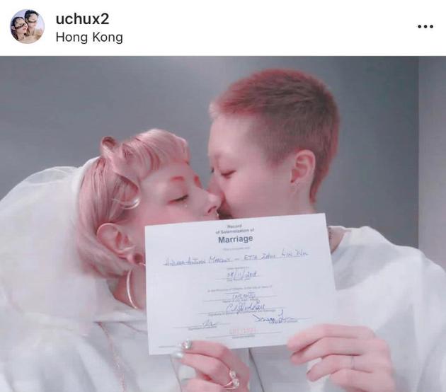 吴卓林在社交平台晒出了与女友Andi的结婚登记证书