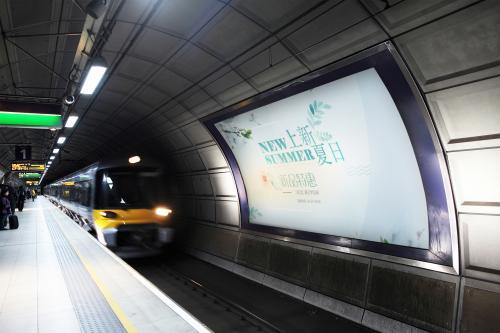 莫斯科地铁惊现棺材